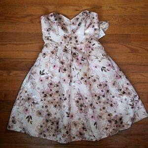 Lauren Conrad LC Runway Floral Dress Size 4 NWT
